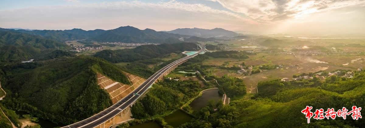 广东高速公路通车里程去年突破1万公里 沈高 摄