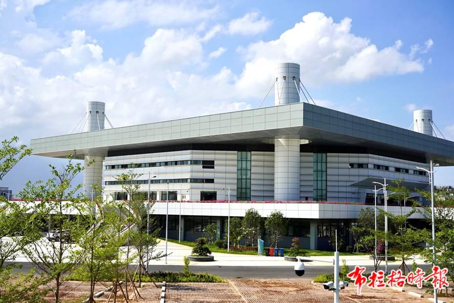 汕头正大体育馆是首个竣工验收的亚青会场馆。杨立轩 摄